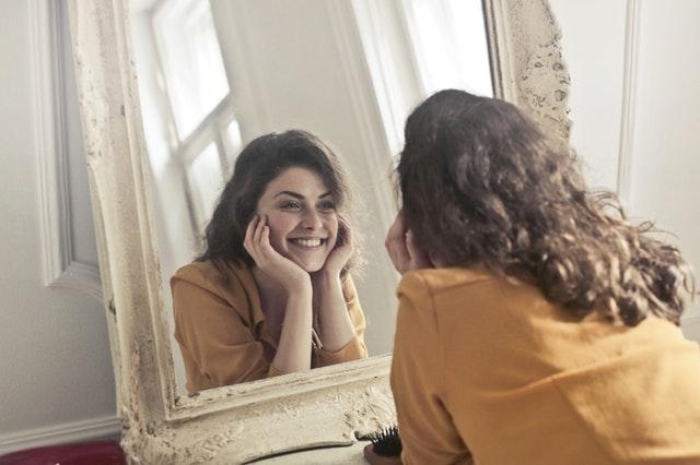 ik zie mezelf als ik in de spiegel kijk